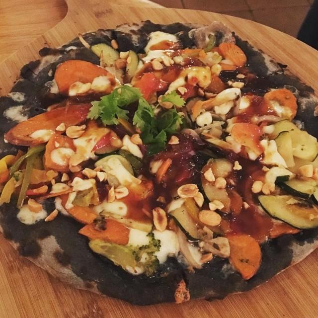 Pizza thai de carbo activat original proposta de thespotbarcelona hellip